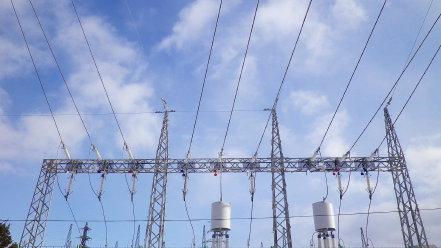 変電所の鉄塔