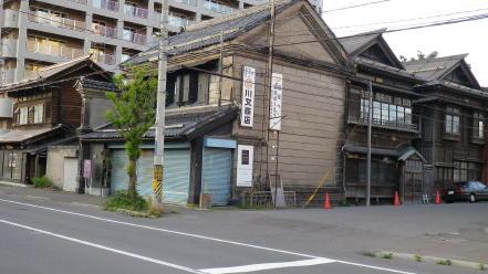 旧早川支店と古い木造建築