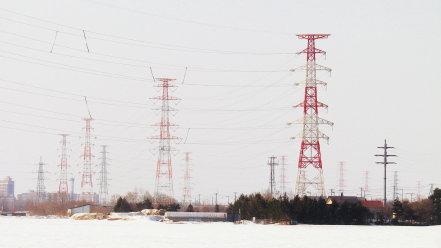赤白の鉄塔