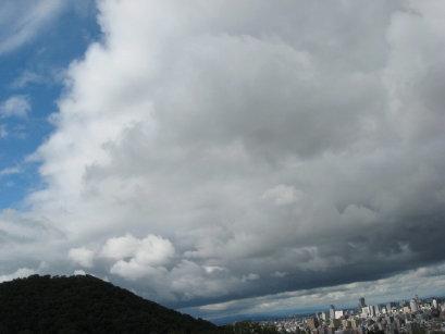 雨雲と札幌市内