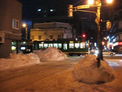冬の夕方の札幌市電