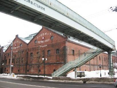 レンガ館と歩道橋