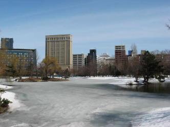 春の中島公園の池
