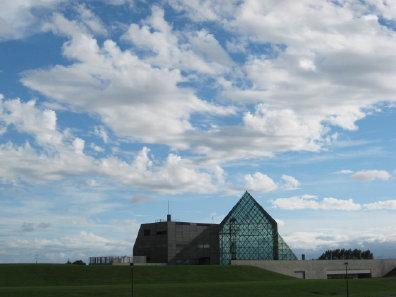 モエレ沼公園ガラスのピラミッド