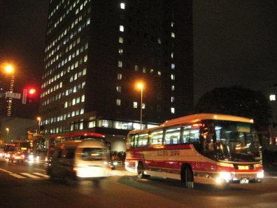 札幌の夜とバス