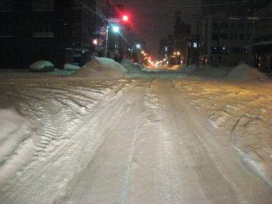 深夜の雪道
