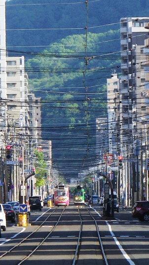 札幌の街並みと路面電車