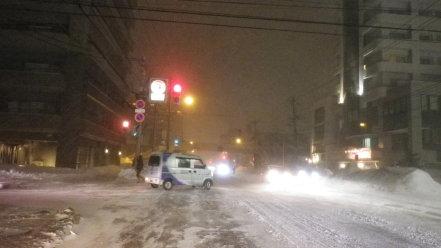 猛吹雪の札幌市内