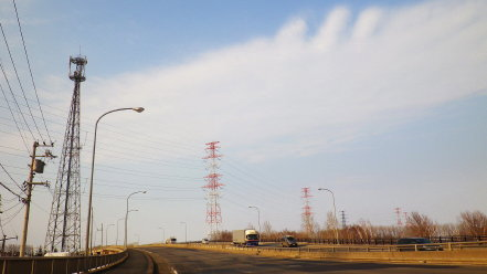 赤白塗装の鉄塔