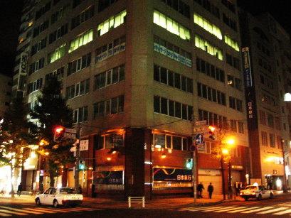札幌の夜の街角