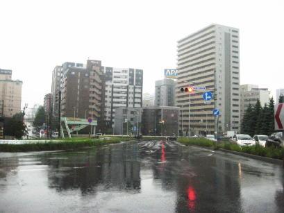 雨の日の札幌市内