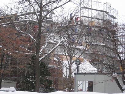 雪まつり準備中の大通公園