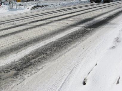 縞模様の雪道