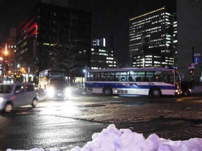 冬道のバス