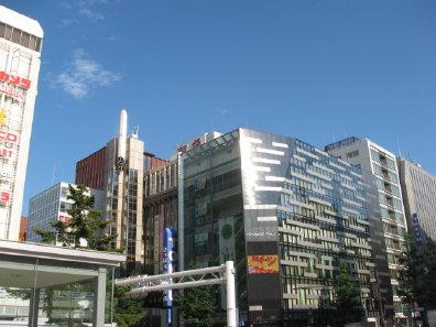 札幌駅前の街並み