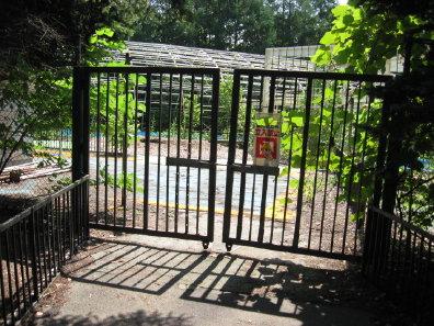 月寒公園のプール入口