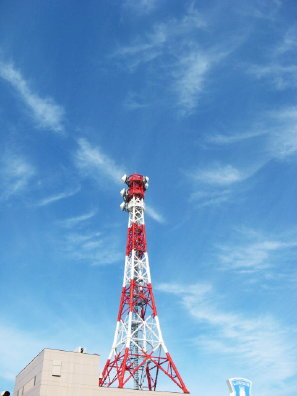赤白アンテナ鉄塔