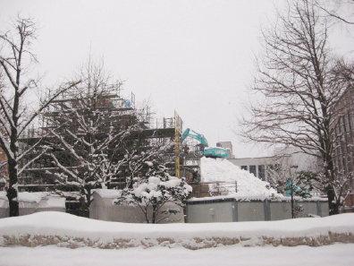 大雪像制作中の大通公園